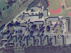 Luftbild der Hülsmeyer-Kaserne zur Zeit der militärischen Nutzung (freigegeben durch die Samtgemeinde Barnstorf)